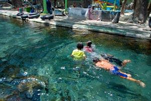 gambar/2011/berenang-umbul-cokro-klaten-tb.jpg?t=20190121072034572