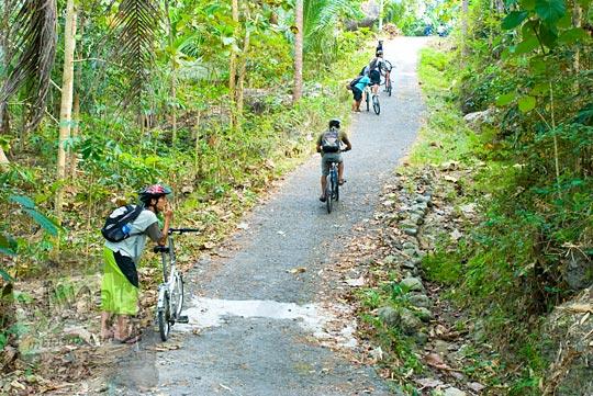 Medan tanjakan terjal menuju Gua Sriti salah satu persembunyian Pangeran Diponegoro di Kulon Progo