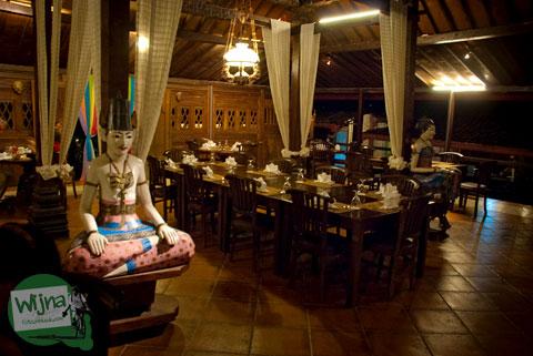 Suasana Restoran Joglo Plawang, Jl. Raya Pakem-Turi km 5, Girikerto, Turi