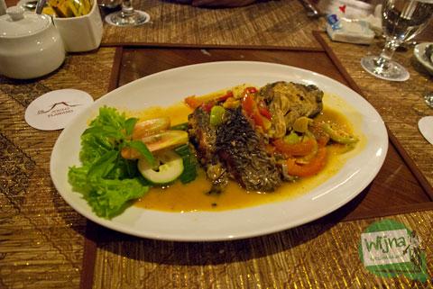 Mari bersantap Mangut Ikan Patin di Restoran Joglo Plawang