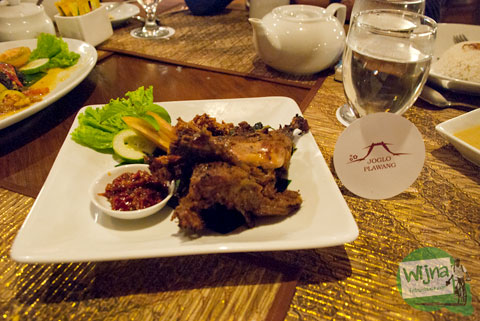 Mari bersantap Bebek Bacem di Restoran Joglo Plawang