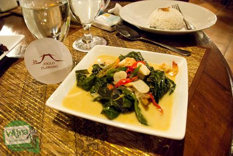 Mari bersantap Buntil Daun Pepaya dan Udang di Restoran Joglo Plawang