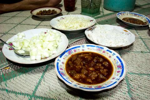 Seporsi entok slenget pedas enak di Warung Kang Tanir di Turi, Sleman pada zaman dulu di tahun 2011