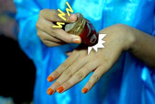 Cara membuat mainan kodok-kodokan khas Yogyakarta.