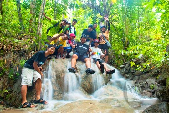 Foto bersama keluarga kawan-kawan SPSS di Curug Payaman yang masih tersembunyi dan perawan yang letaknya ada di Desa Argorejo, Sedayu, Bantul pada tahun 2011