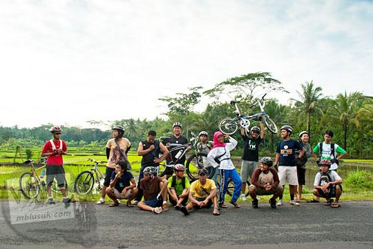 Pemandangan indah sepanjang perjalanan bersepeda menuju Curug Payaman dan Gua Payaman di Desa Argorejo, Sedayu, Bantul pada tahun 2011