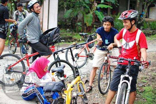 Bersepeda santai ala SPSS menuju Curug Payaman dan Gua Payaman di Desa Argorejo, Sedayu, Bantul pada tahun 2011