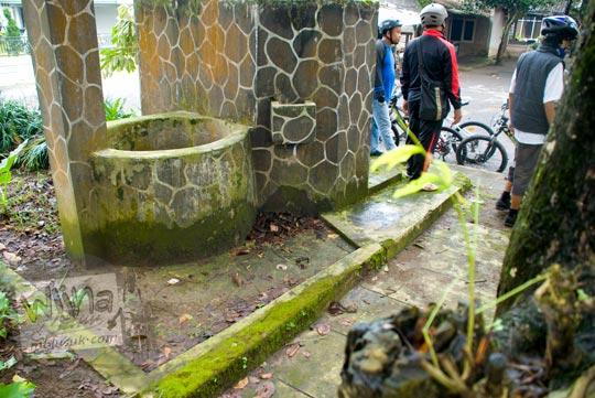 Sumur tua yang tampak tidak terawat ini merupakan satu-satunya bukti keberadaan Halte Pangukan. Dahulu kala sumur ini digunakan untuk mengisi air lokomotif dan juga minum bagi kuda-kuda delman pengantar jemput penumpang kereta.