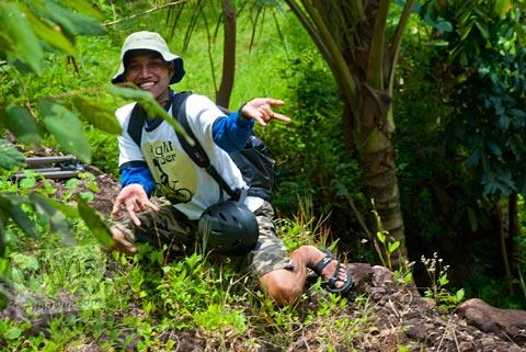 pakdhe timin bergaya spiderman di curug Banyunibo, Batur, Patuk, Gunungkidul