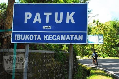 papan petunjuk kecamatan Patuk, Gunungkidul di zaman dulu tahun 2011