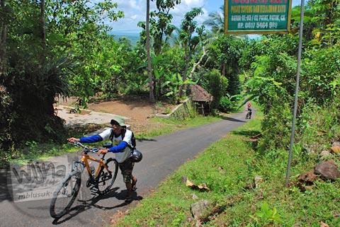 medan jalan menanjak di desa bobung arah ke curug Banyunibo, Batur, Patuk, Gunungkidul
