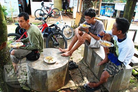 warung makan sederhana di puncak tanjakan Patuk, Gunungkidul