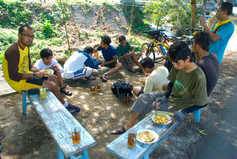 PEKOK sarapan di Ketupat Tahu Batuar, Temanggung