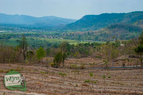 Pemandangan indah dari ketinggian di puncak bukit jalur wonolelo-piyungan srimulyo bantul yogyakarta