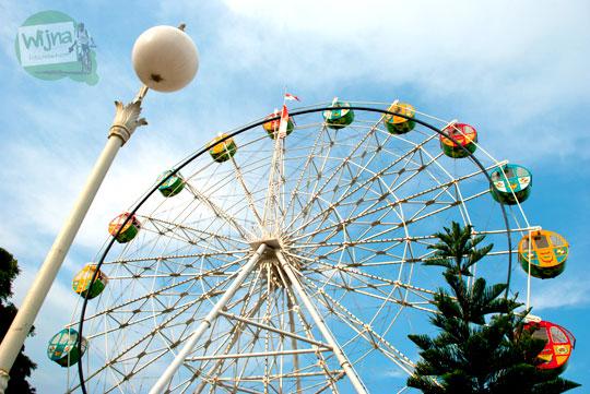 Ferris Wheel alun-alun Kota Batu, Jawa Timur