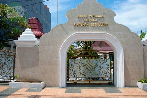 Tampak depan kompleks pemakaman Pangeran Diponegoro di kota Makassar, Sulawesi Selatan