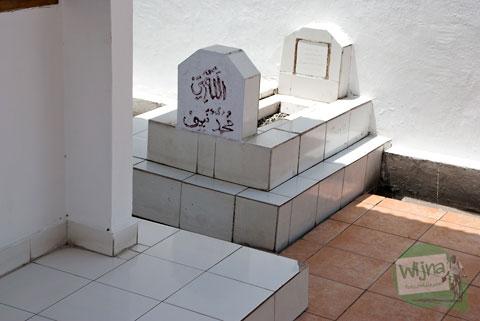 makam-makam pengikut dan kerabat pangeran Diponegoro di kota Makassar