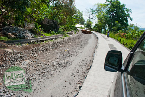 Medan Jalan dari Kota Makassar menuju Air Terjun Takapala, di Desa Malino, Tinggimoncong, Gowa, Sulawesi Selatan