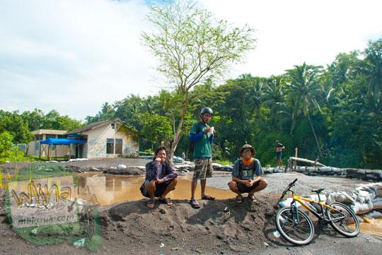 Bersepeda mampir di Bendungan Karang Talun perbatasan Magelang dan Kulon Progo pada tahun 2012