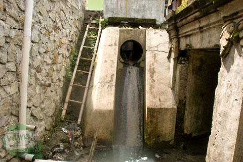 Saluran pembuangan air limbah di Pesanggrahan Gua Siluman, Yogyakarta di tahun 2012