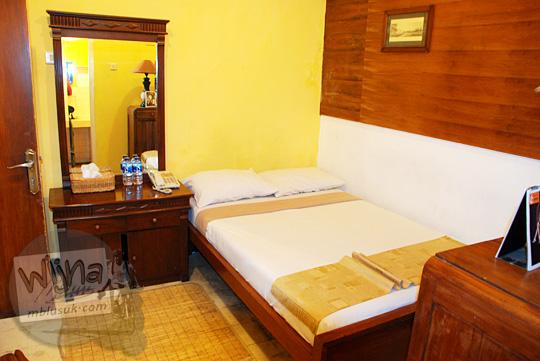 suasana interior kamar di review penginapan New Kawi Guest House Malang pada tahun 2012