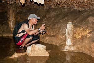 Thumbnail untuk artikel blog berjudul Perburuan Batu Meteorit di Goa Cerme