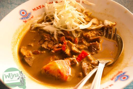 harga sajian seporsi tongseng gulai ayam sudi moro terkenal khas lokasi warung dekat pasar bantul