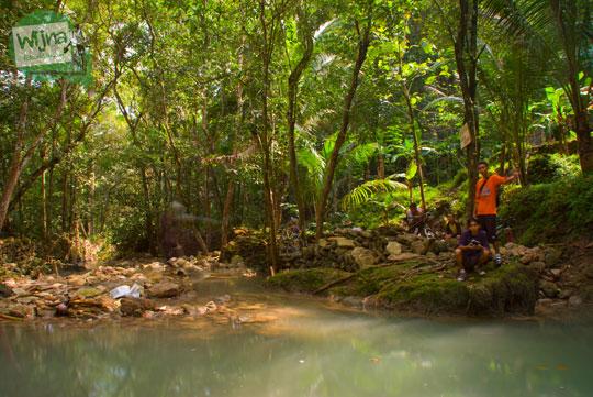 Sungai yang mengalir tenang di dekat Curug Banyunibo di Pajangan, Bantul di zaman dulu