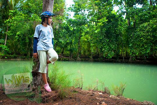 Foto model cewek cantik di Sendang Ngembel Pajangan Bantul zaman dahulu pada tahun 2011