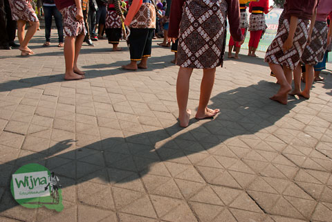 Kaki peserta kepanasan di Festival Bentara Upacara Adat 2012 Yogyakarta
