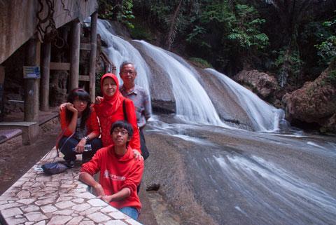 Sekeluarga di Sulawesi