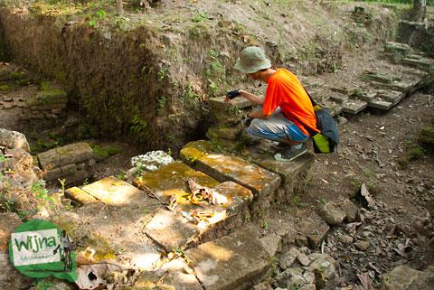 penemuan benda arkeologi masjid Kauman Keraton Pleret di Pleret, Bantul