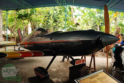 Pesawat latih di dusun Candran yang dulu pernah kecelakaan jatuh di sekitar desa