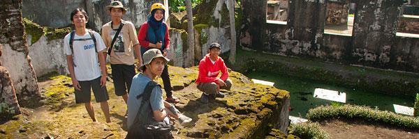 cerita bloger bersepeda menapak tilas peninggalan pesanggrahan sultan hamengkubuwono ii yogyakarta pada zaman dulu maret 2012