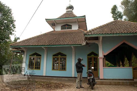cerita kisah di balik masjid tua yang angker dengan cerita mistis di pelosok perbukitan Menoreh di Desa Benowo, Purworejo, Jawa Tengah