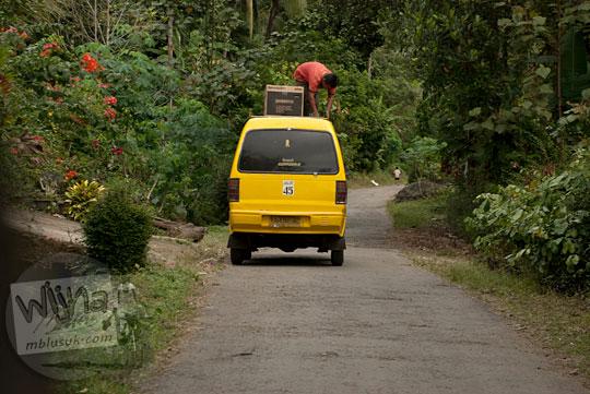 Rute angkutan umum angkot dari Pasar Purworejo atau Pasar Kutoarjo menuju objek wisata alam air terjun Curug Benowo, di Desa Bener, Purworejo, Jawa Tengah