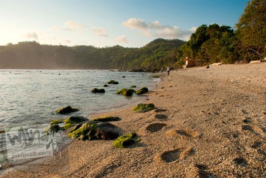 suasana sepi pantai wediombo gunungkidul di bulan ramadan tahun 2012