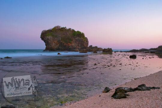 pesona senja sunset di pantai jungwok gunungkidul yang masih jarang dikunjungi wisatawan