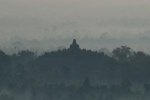 Memotret Candi Borobudur dari Punthuk Setumbu