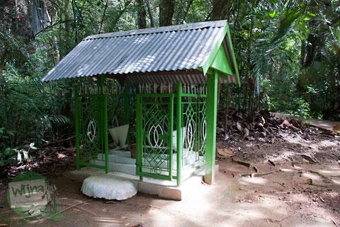 Makam misterius dan mistis yang ada di dekat Gua Batu di Bantimurung, Maros, Sulawesi Selatan pada tahun 2012