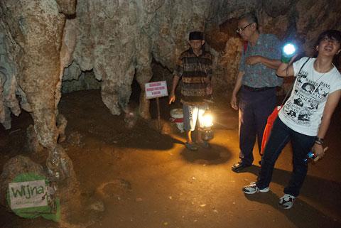 Mitos batu berwujud gajah yang ada di Gua Batu di Bantimurung, Maros, Sulawesi Selatan di tahun 2012