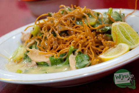 Mie Titi enak, lezat, khas di Jl. Datumusseng, dekat pantai Losari, Makassar