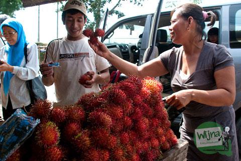 Rambutan buah khas asli Makassar dari Malino murah dijual grosir