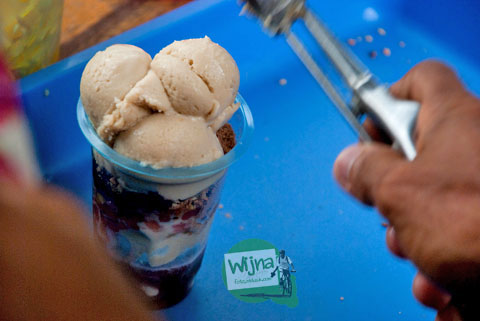 Es Puter Jl. Somba Opu khas asli Makassar dari Maros, manis, laris pembeli