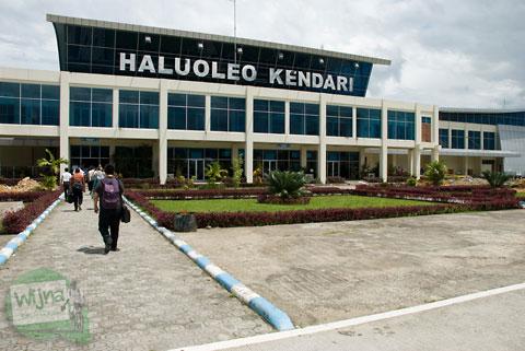 Suasana landasan pacu Bandara Haluoleo Kendari Sulawesi Tenggara