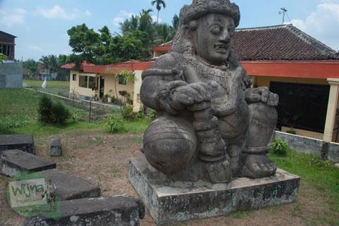 Letak kerajaan singosari di Malang dilihat dari posisi arca dwarapala yang ada di alun-alun