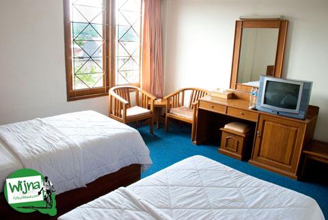 Fasilitas televisi berbayar di hotel Athaya, Kendari