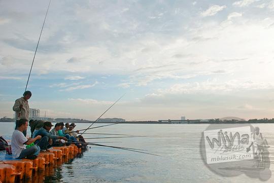Lokasi memancing di Pantai Losari Makassar yang banyak ikannya di tahun 2012