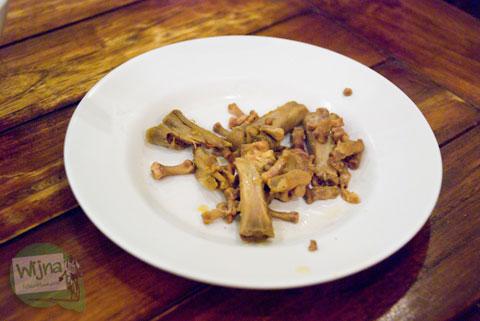 Resep memasak dan mengolah ceker ayam supaya tidak amis dan enak sehingga cocok menjadi teman bersantap di mie ceker bandung, Yogyakarta