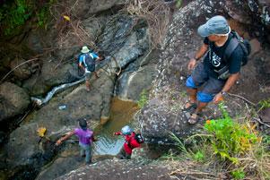 Thumbnail untuk artikel blog berjudul Turun Tebing ke Curug Seribu Batu Imogiri